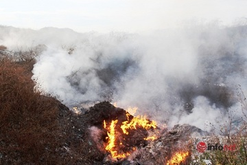 Nghệ An: Tiền trả xong, núi rác 84.000 tấn bị bỏ lại giữa lòng thành phố