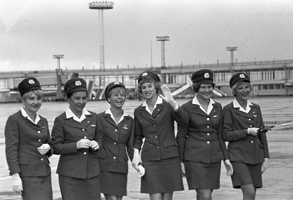 Ngắm vẻ xinh đẹp của các nữ tiếp viên hàng không thế kỷ 20