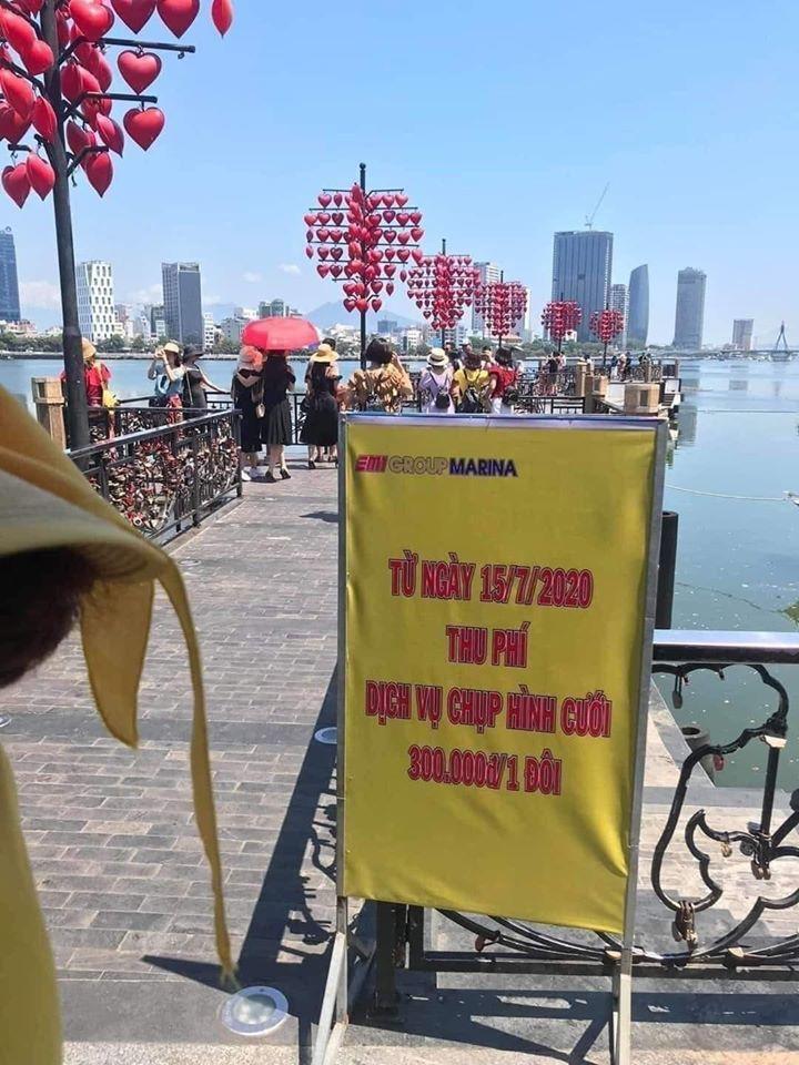 Cất biển 'thu phí chụp ảnh cưới' trên cầu tình yêu Đà Nẵng, có thể sắp thu thật