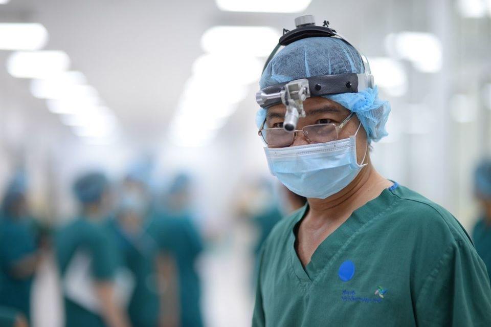 Các y bác sĩ cố gắng 200% sức lực cho ca mổ tách 2 bé song sinh dính liền
