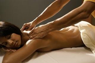 Chồng sốc khi biết vợ tìm đến dịch vụ massage yoni