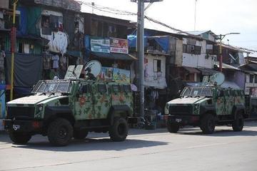 Philippines huy động xe bọc thép giám sát lệnh phong tỏa ở thủ đô