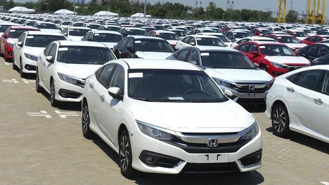 Giảm 50% phí trước bạ, ô tô nhập khẩu giảm hơn 1.300 chiếc trong tháng 6