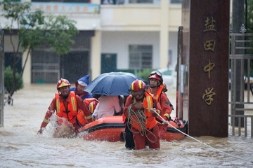 Trung Quốc cảnh bảo đỏ vì mưa lũ, Mỹ cũng phải 'chịu trận'