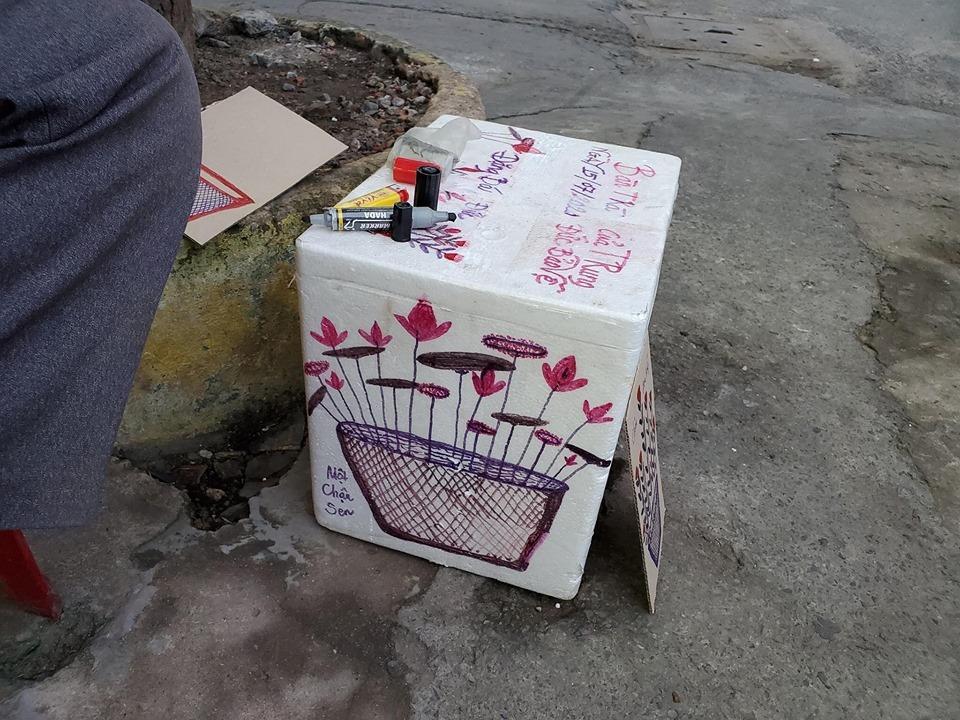 """Bác bảo vệ yêu đời vẽ lên thùng xốp """"đốn tim"""" cộng đồng mạng"""