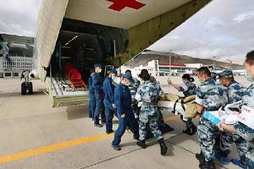 Trung Quốc lần đầu điều 'bệnh viện bay' tới Tây Tạng