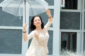 NSND Thu Quế tung ảnh bikini cực 'hót'