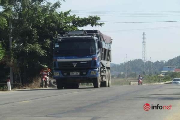Hà Tĩnh: Xe tải đắp ngọn hoành hành, bụi mù mịt Quốc lộ 1A, lực lượng chức năng 'vướng' chưa thể xử lý