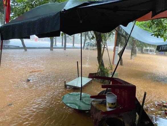 Hà Giang mưa ngập hàng mét, sạt lở đất 2 người tử vong