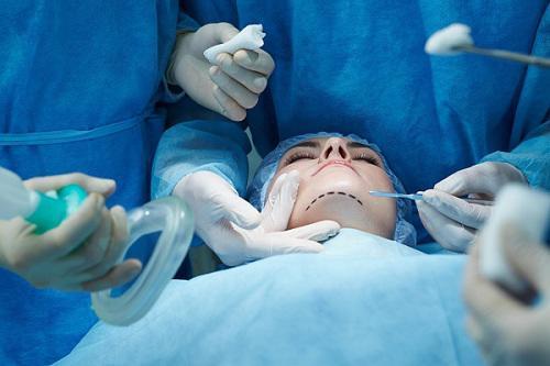 Phẫu thuật gọt cằm: Chuyên gia phẫu thuật nói gì?