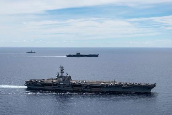 Tàu sân bay Mỹ tiếp tục phô sức mạnh ở cửa ngõ Biển Đông