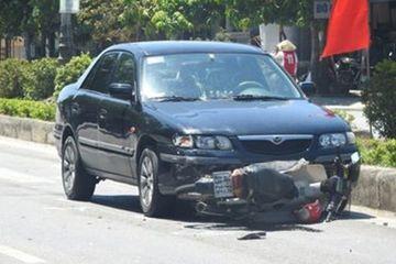 Hà Tĩnh: Va chạm với xe biển xanh, một cụ ông bị trọng thương