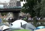 Người di cư ở ngoại ô Paris sống trong điều kiện cơ cực