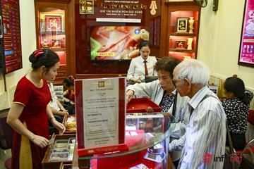 NHNN: Không có hiện tượng người dân đổ xô đi mua vàng