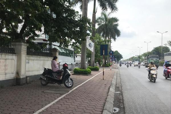 Hà Nội: Truy tìm 2 tên cướp kéo ngã xe, giật điện thoại người đi đường