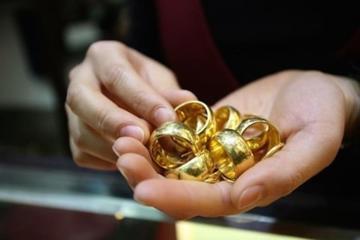 Cứ có mấy triệu đồng là mẹ chồng tôi lại đi mua vàng