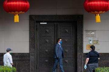Trung Quốc nói gì khi giới chức Mỹ phá cửa, xông vào Tổng lãnh sự quán ở Houston?