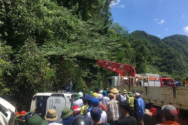 Hiện trường vụ lật xe thảm khốc ở Quảng Bình khiến 13 người chết, 27 người bị thương