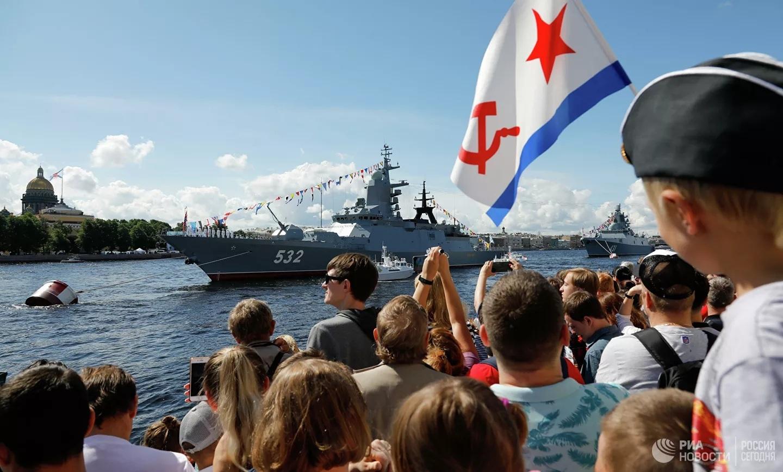 Cận cảnh khí tài 'khủng' trong Lễ duyệt binh mừng ngày Hải quân ở Nga