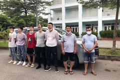 Should violators who illegally take Covid-19 infected people into Vietnam receive the death penalty?