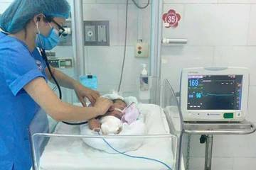 Thái Bình: Bé gái sơ sinh gãy xương, nguy kịch bị bỏ rơi giữa đồng