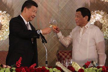 Philippines muốn có vắc-xin Covid-19 của TQ, không để Mỹ lập căn cứ