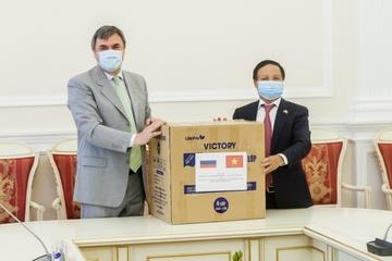 Đại sứ Việt Nam tại LB Nga thăm làm việc tại TP. Saint Petersburg