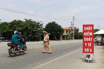 Cách ly 2 người Trung Quốc đi xe máy hướng Đà Nẵng ra Huế