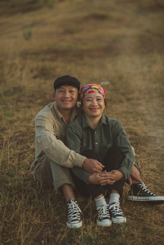 Hạnh phúc lan truyền qua bộ ảnh bình dị của đôi vợ chồng nông dân