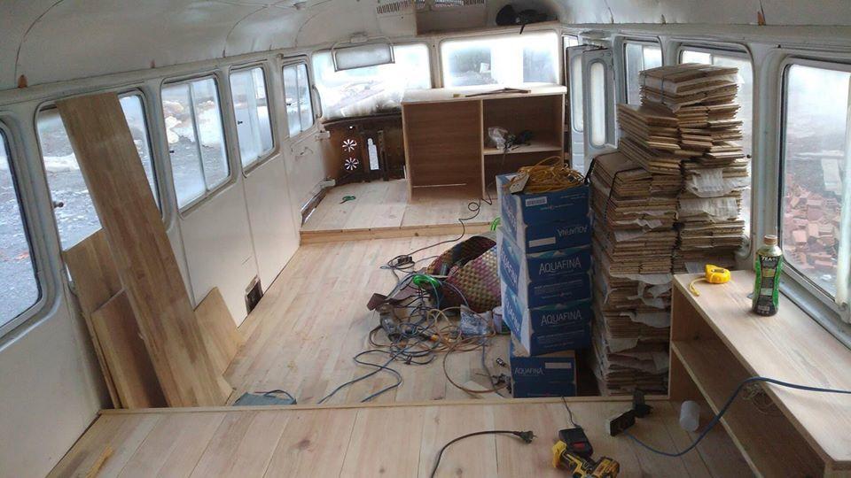 Chàng trai cải tạo xe bus cũ thành căn nhà đẹp lạ đầy đủ tiện nghi