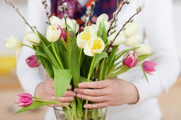 Nước rửa bát giúp cắm hoa không thối cuống