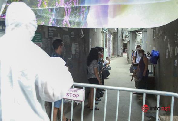 Hà Nội: Đưa 37 người ở Mễ Trì liên quan nhân viên quán pizza nhiễm Covid-19 đi cách ly