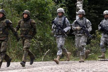 Rút 12.000 quân khỏi Đức, Mỹ đang 'tự bắn vào chân mình'?