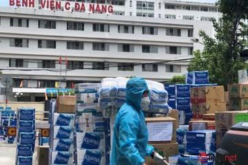 """Những chuyến xe chở """"yêu thương"""" đến tuyến đầu chống dịch ở Đà Nẵng"""