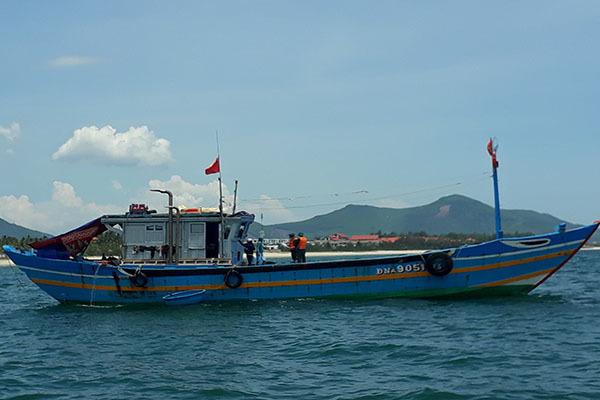 9 người dùng tàu cá vượt biển từ Đà Nẵng ra Huế để trốn kiểm soát dịch