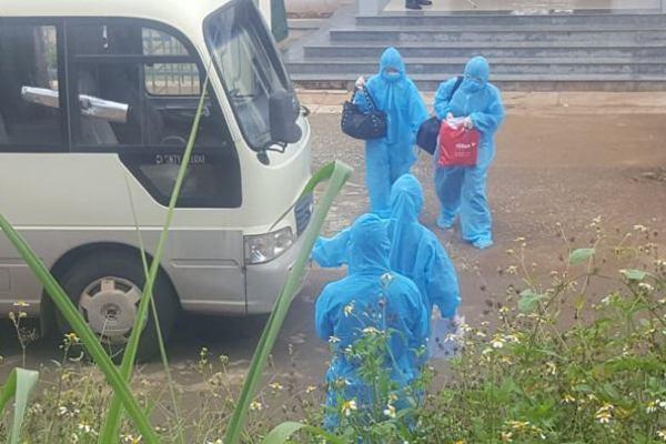 Đưa bệnh nhân 448 và 23 người cách ly về Bệnh viện Lao - Phổi Đắk Lắk