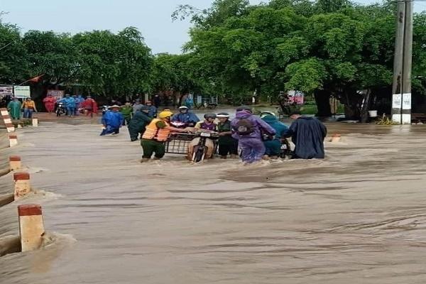 Đắk Lắk: Nhiều xã ngập nặng do mưa lớn, khẩn trương sơ tán người dân