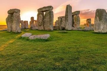 Bí ẩn chôn giấu hàng trăm năm về vòng tròn đá Stonehenge được lý giải