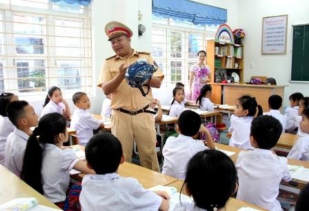 Lồng ghép giáo dục an toàn giao thông trong giảng dạy chính khóa