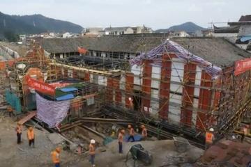 Trung Quốc di dời tòa nhà 100 năm tuổi khỏi dòng nước lũ