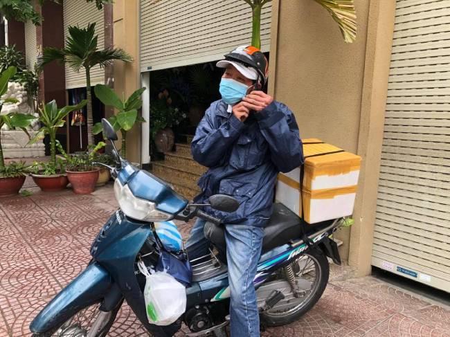 Đà Nẵng: Ấm lòng những suất cơm nóng phát miễn phí ngày cách ly TP