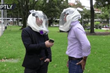 Mũ bảo hiểm chống Covid-19 có giá 130 USD