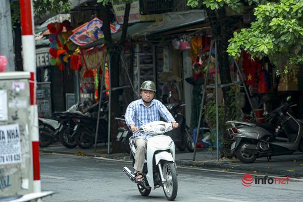 Hà Nội: Nhiều người ra đường không khẩu trang, chính quyền chỉ nhắc nhở, không phạt được