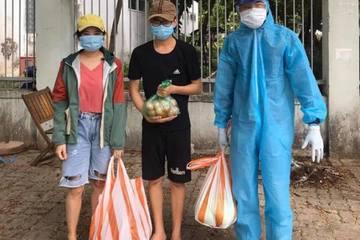 9X quyên hàng nghìn suất gạo, rau trao tận tay sinh viên 'mắc kẹt' ở Đà Nẵng