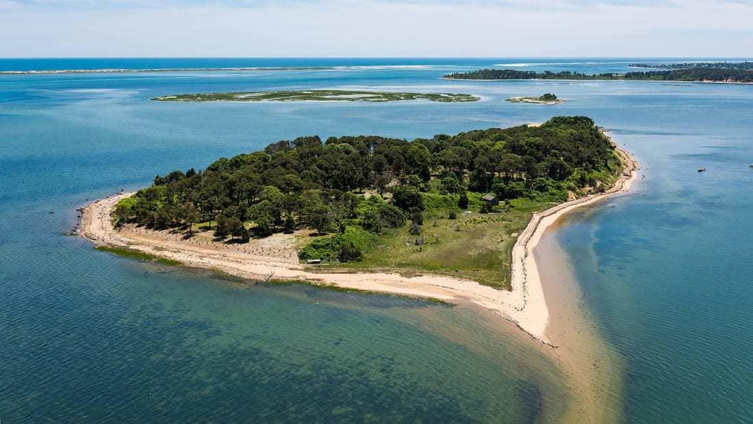 Khám phá 'hòn đảo trái tim' lần đầu tiên đón khách sau 300 năm