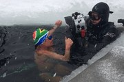 Người phụ nữ Nam Phi lập kỷ lục Guiness bơi dưới băng