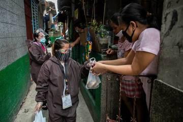 Phong tỏa dài, test nhanh ồ ạt, Philippines vẫn có số ca mắc Covid-19 kỷ lục