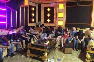 Bắt quả tang 13 thanh niên dùng ma túy tập thể trong quán karaoke Hà Tĩnh