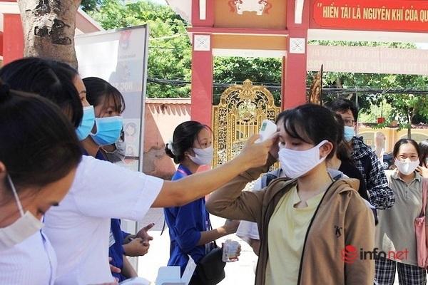 Nghệ An: 31.000 thí sinh làm thủ tục thi tốt nghiệp THPT được phát khẩu trang, đo thân nhiệt