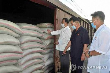 Triều Tiên dùng tàu hỏa chuyển gạo cứu trợ tới vùng biên giới phong tỏa